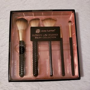 Daisy Fuentes Luxe Studded Brush Collection